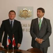 Kampars un Pleskavas apgabala gubernators paraksta vienošanos par ekonomisko sadarbību Thumbnail
